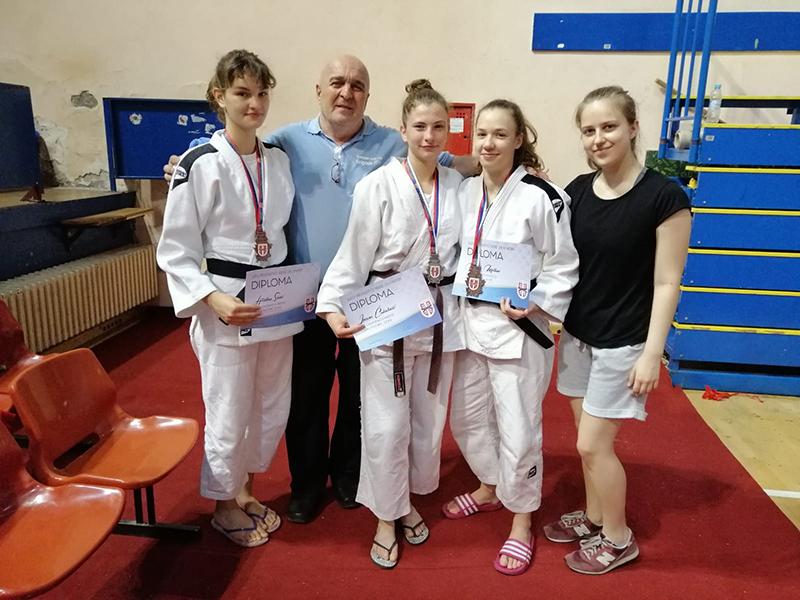 Uspeh džudo kluba ''Voždovac'' na prvenstvu Srbije za juniorke