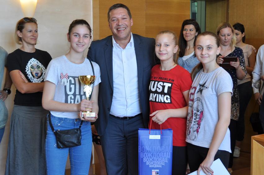 Nagrade za školska sportska takmičenja dodeljene đacima sa Voždovca